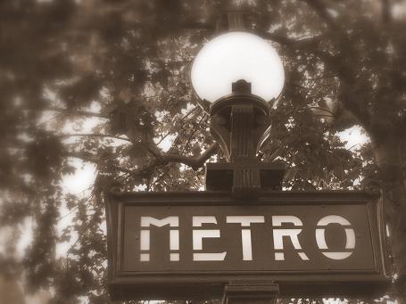 Metro - Paris by iainpb