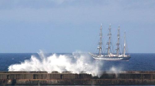 rough seas of the tyne by rf