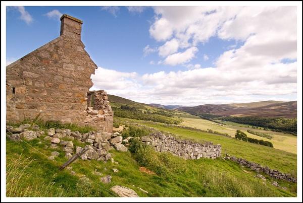 Ruin by Scottishlandscapes