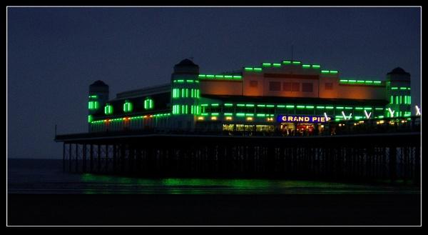 Grand Pier at night by Dinda
