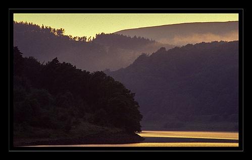 Ladybower Sunset by tonyvizard