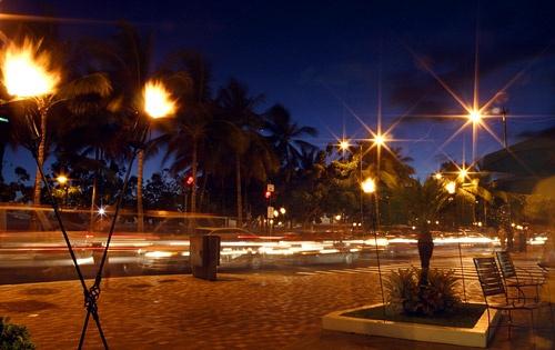 Waikiki Rush Hour by vaughar