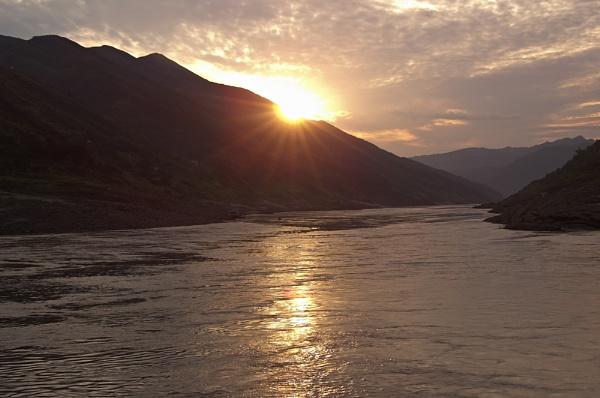 Yangtze sunset by ahollowa