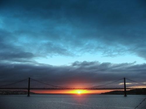 Sunrise on the Tagus by drewjr
