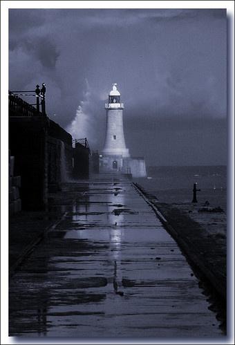 Storm Front by quasimodo