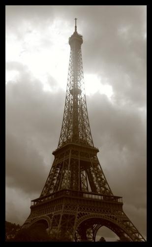 Eiffel Tower by EmilyP