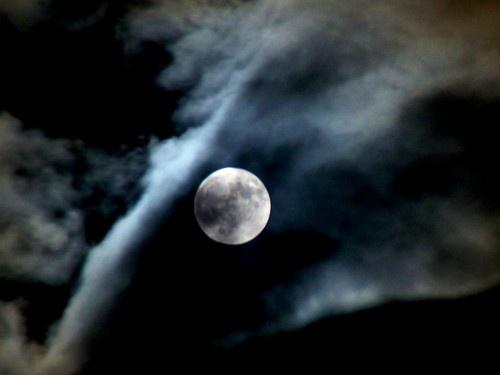 Cloudy Moon by Jonnik