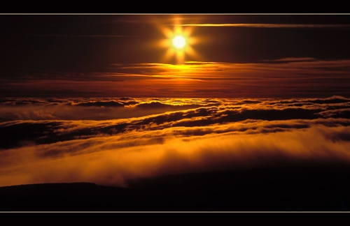 Sunset over a sea of cloud by jond