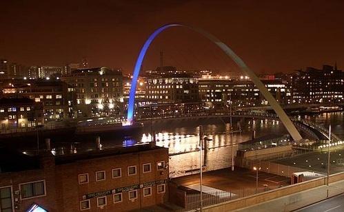 Gateshead millennium bridge by bradpete
