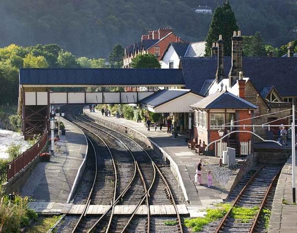 Llangollen Station by johnriley1uk