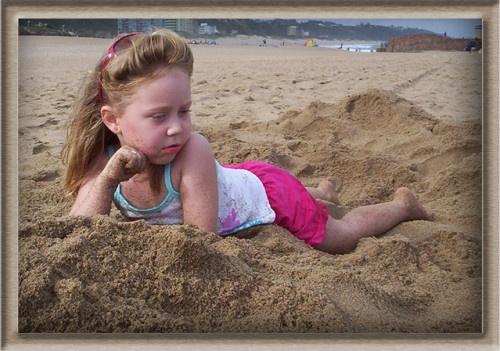 Gwyneth at the sea by Sina