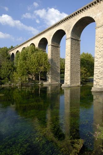 Aqueduc de Galas by perrism