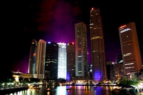 Singapre by night by HollieP
