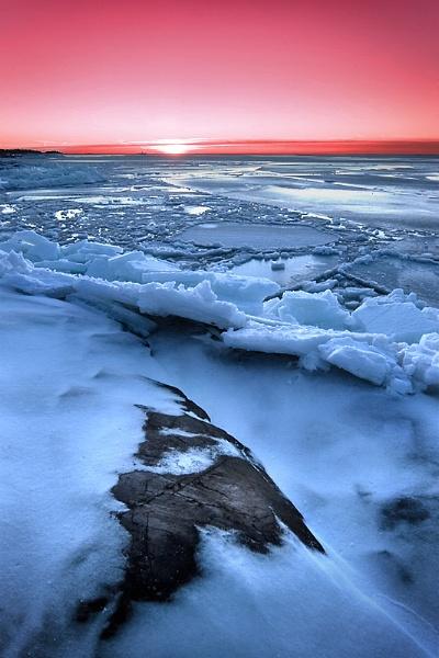 Splintering Ice by solkku