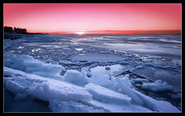 Splintering Ice II by solkku