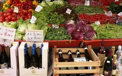 Market stall by SueMarshall