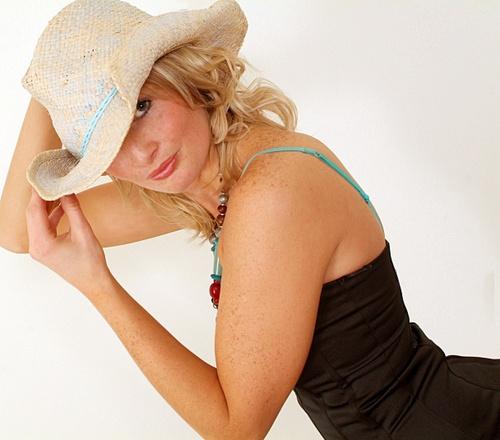 Lou\'s Hat by debbiehardy