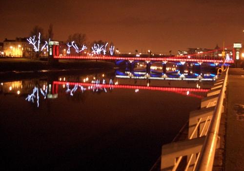 The riverside near Glasgow by bradpete