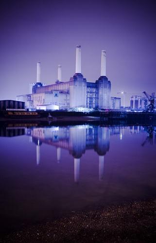 Battersea power station 2 by Zephyrphoto