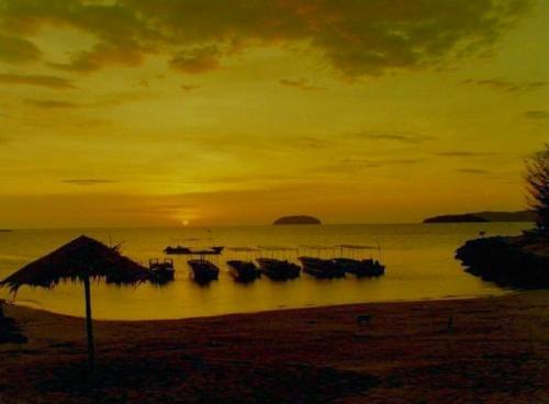 Sunrise in Kota Kinabalu by Quadophile