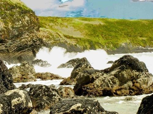 Waves on a beach by marymangru