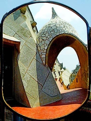 Reflection in a mirror - La Pedrera, Barcelona by rdown