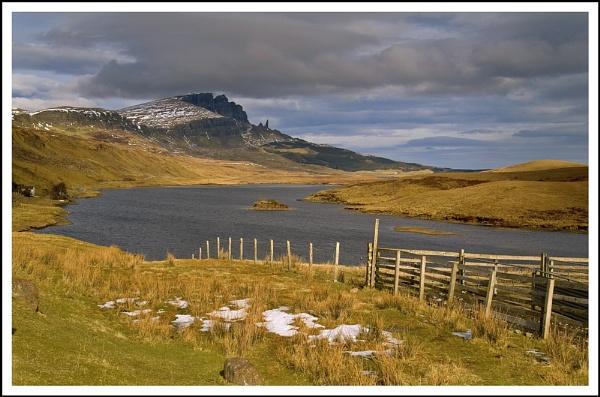 Storr loch.. by Scottishlandscapes