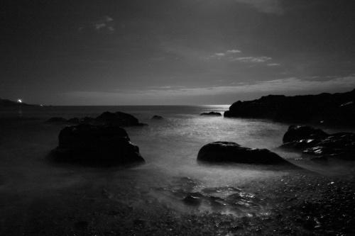 Moonlit Sea by o_neip