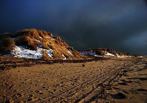 Snowy Dunes 2 by ericfaragh