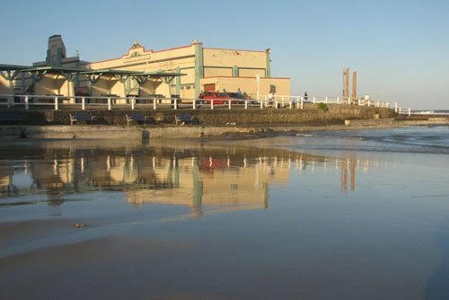 Reflections at Ocean Baths by reneb
