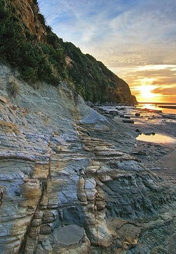 Tongaporutu Cliff by menameisatsushi