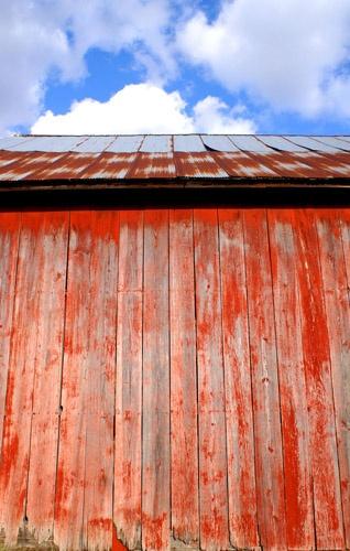 Big red barn by jayhawk2000