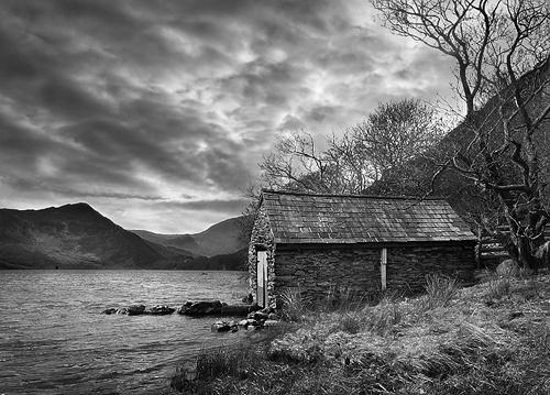 Boathouse, Llyn Dinas by rojo-uk