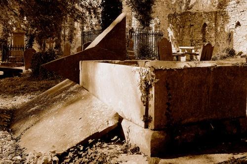 broken tomb by tonyjf