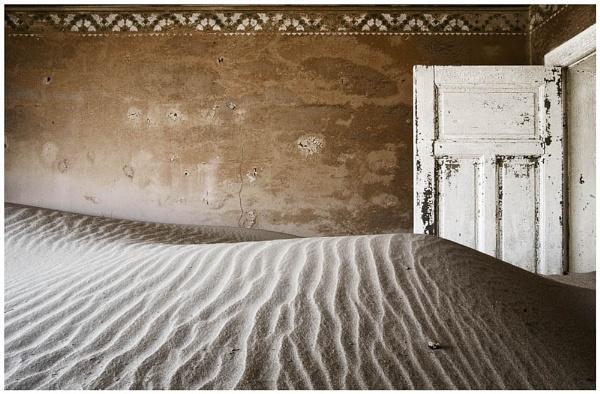 Kolmonskop Interior by peterpaterson