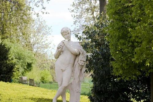 Statue at Kew Gardens by chrisskipp