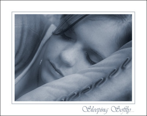 Softly Sleeping by xinia