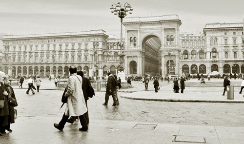 Walking in Milan by andy.s