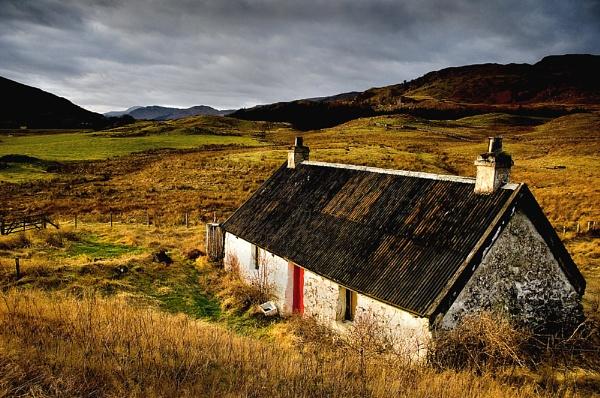 Nestled in the Glen by highlander