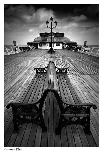 Cromer Pier by angej