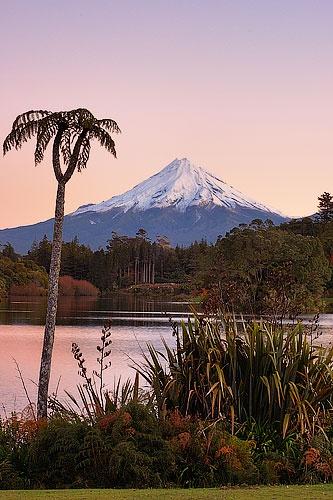 Mt Taranaki from lake Mangamahoe by menameisatsushi