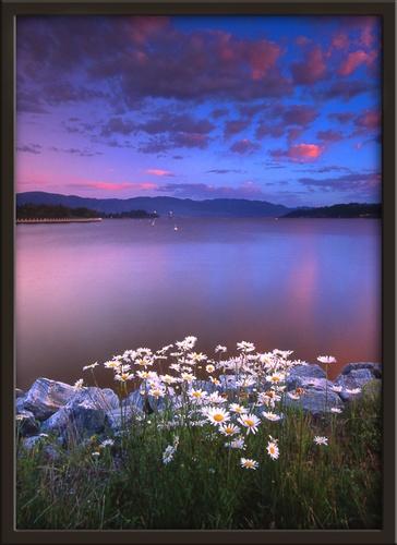 Okanagan lake... by jacques st-jean