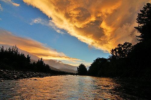 Morning at Tongariro River by menameisatsushi