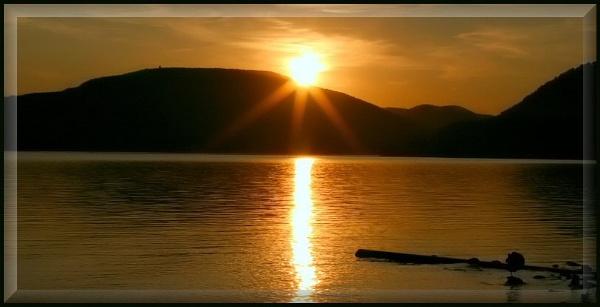 Hudson Sunset II by tonymarq