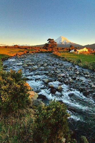 Upper Waiwhakaiho River by menameisatsushi