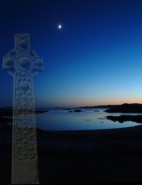 Moonlit Cross by motman