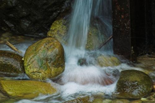 wet rocks by ambmilan