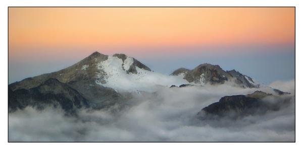 Cordillera Real Sunrise by philipr