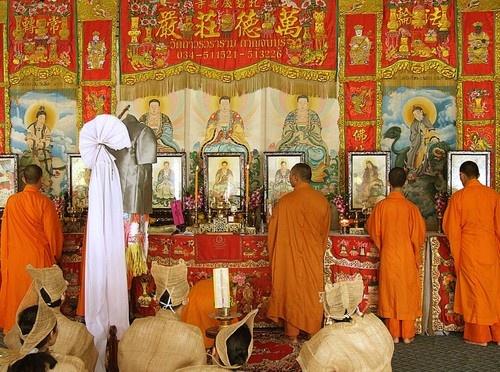 Buddhist Ceremony by AlanBW