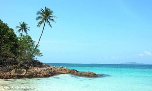 Beach of Malaysia by hrockkk